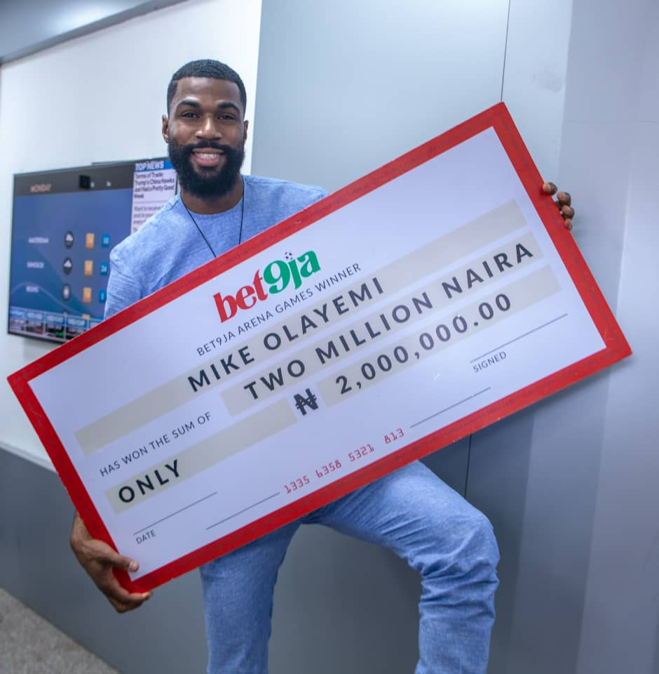 #Bet9jaBBN: Mike Receives N2m As Bet9ja Arena Games Champion